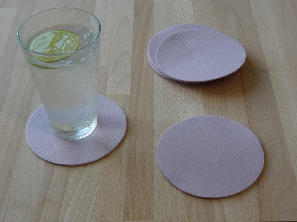 Placemats round in a set of 8 with matching round glass coasters, lilac