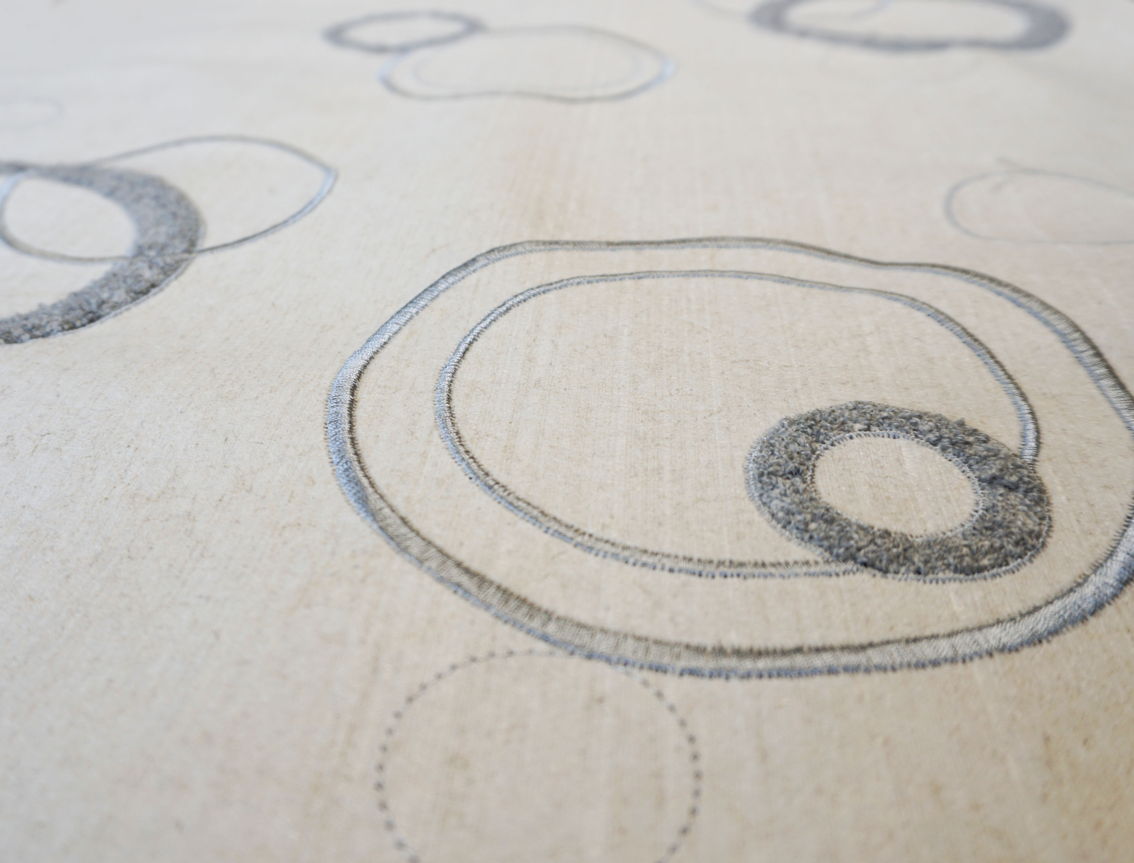 """Flax Wallpaper embroidered """"circles"""", light gray"""