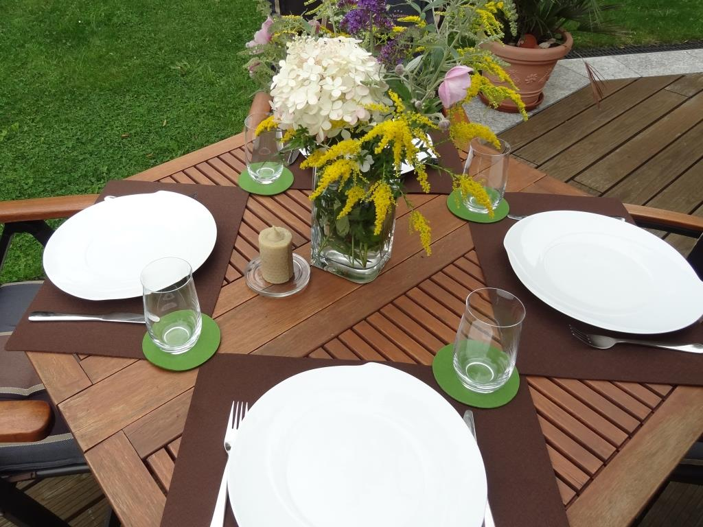 Placemats 30x45 cm in a set of 4 with matching round glass coasters, mocca