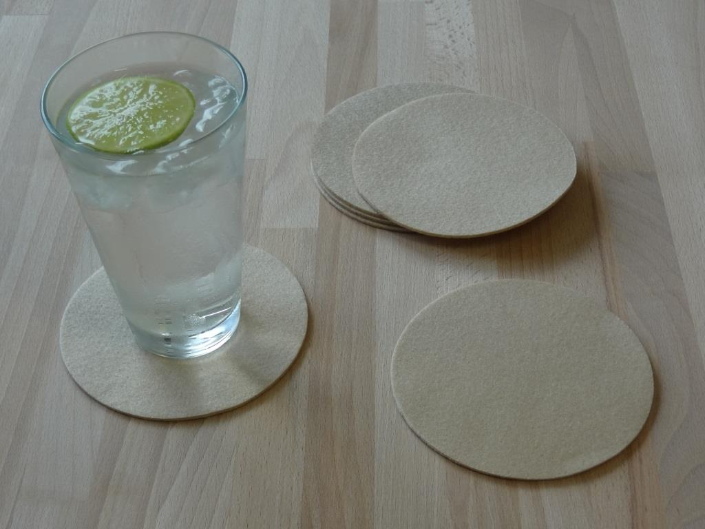 Placemats 30x45 cm in a set of 8 with matching round glass coasters, beige