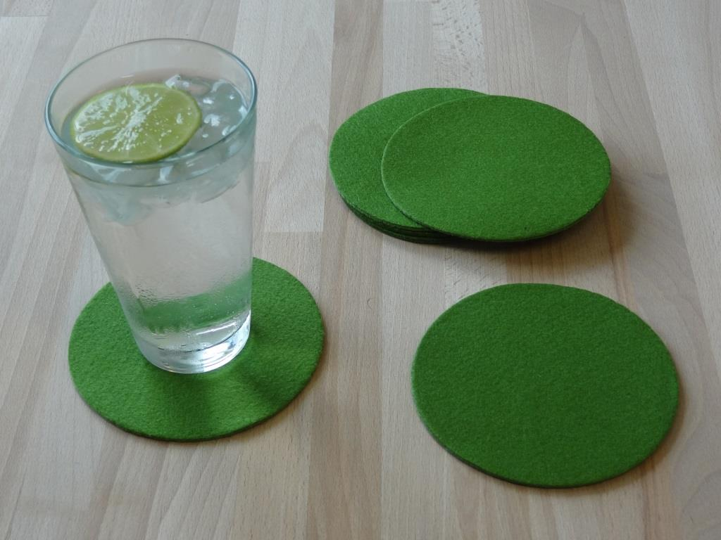 Placemats round in a set of 4 with matching round glass coasters, green