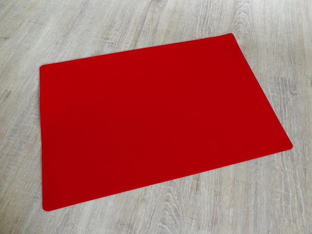 Placemats 30x45 cm in a set of 4 with matching round glass coasters, red