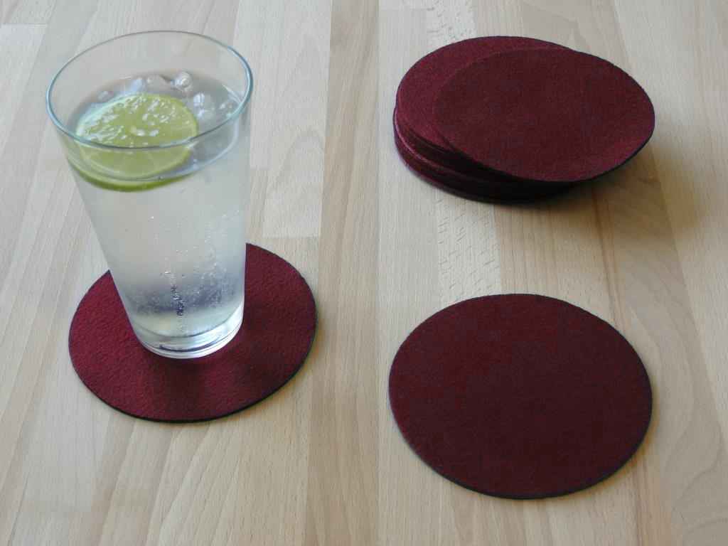 Placemats round in a set of 8 with matching round glass coasters, bordeaux