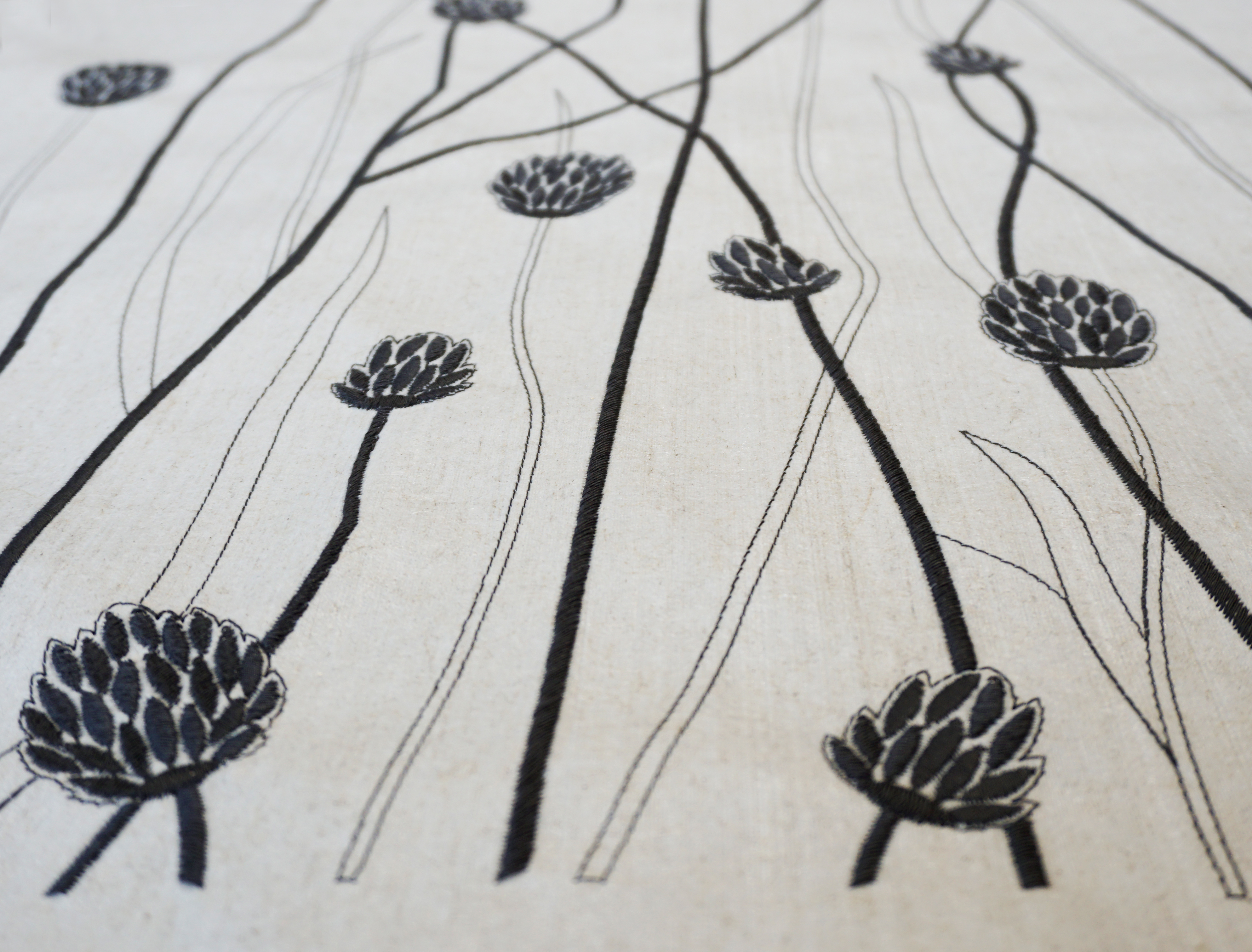 """Flax Wallpaper embroidered """"gras long"""", anthracite"""