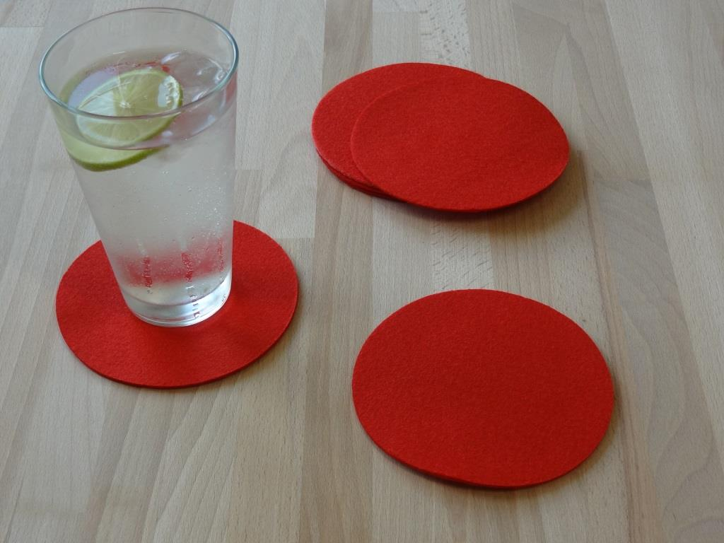Placemats round in a set of 8 with matching round glass coasters, red