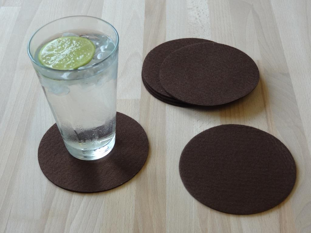 Placemats round in a set of 4 with matching round glass coasters, mocca