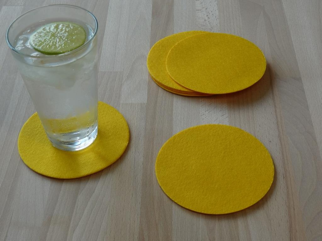 Placemats round in a set of 8 with matching round glass coasters, yellow